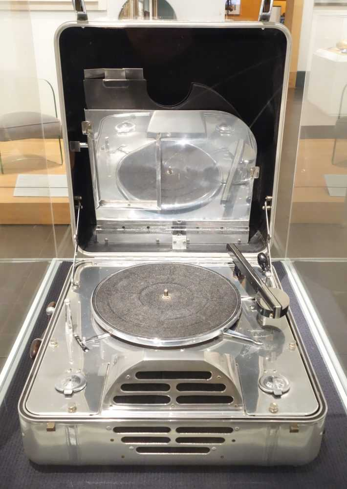 RCA_Victor_Special_Portable_Phonograph